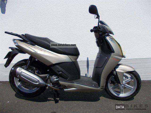 2012 Aprilia  Sportcity 125 Cube Motorcycle Scooter photo