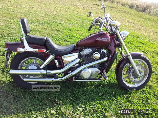 1988 Honda  VT 1100 C Motorcycle Chopper/Cruiser photo