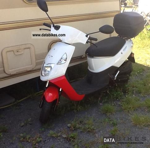 2008 Daelim  Cordi SE50 Motorcycle Scooter photo
