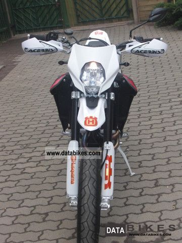 2011 Husqvarna  630 Motorcycle Super Moto photo