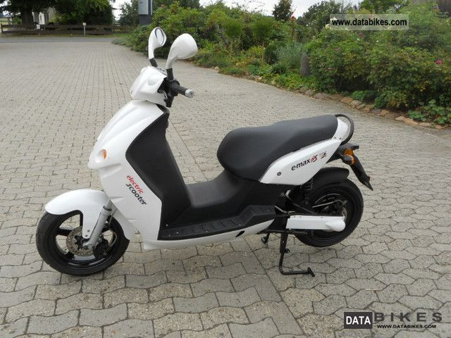 e-max  S110 E-Scooter 2012 Electric Motorcycles photo