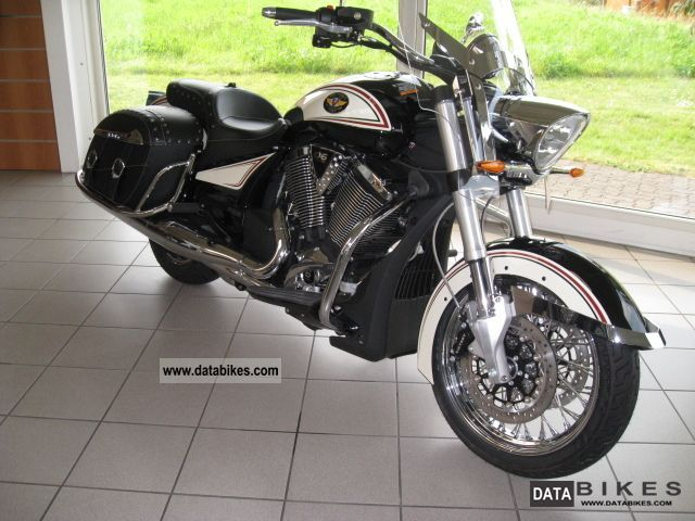 2012 VICTORY  Crossroads LE RETRO by the authorized dealer Motorcycle Tourer photo
