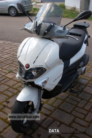 2010 Gilera  Runner 200 ST Motorcycle Scooter photo