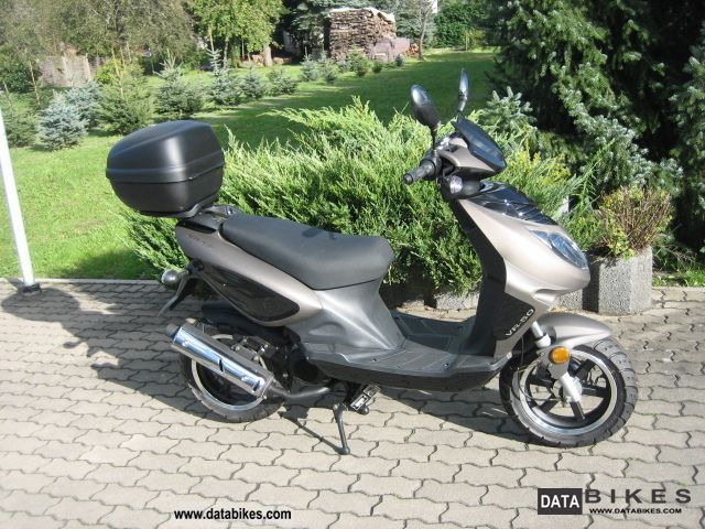 2012 Rivero  VR 50 Motorcycle Motor-assisted Bicycle/Small Moped photo