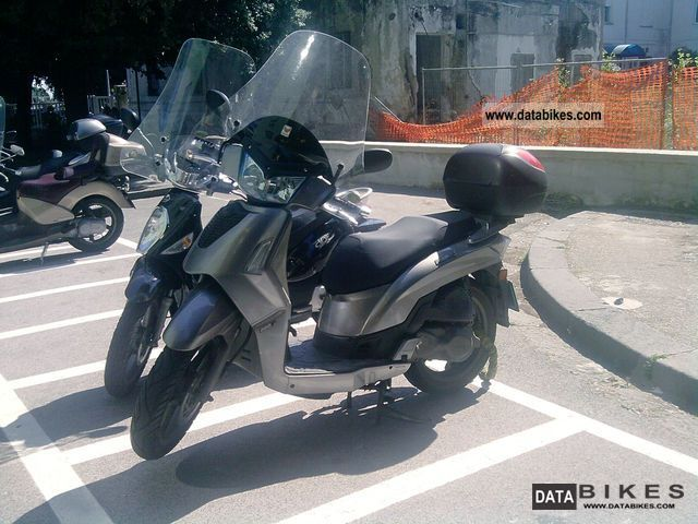 2009 Kymco  200 is 1400 EURO 2009 Motorcycle Scooter photo
