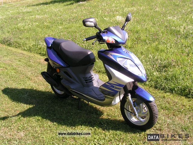 SYM  RS 50 2010 Scooter photo