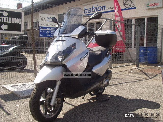2010 Piaggio  X7 first edition Motorcycle Scooter photo