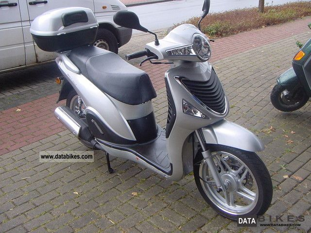 2008 CFMOTO  Wall Street 125 silver Motorcycle Scooter photo