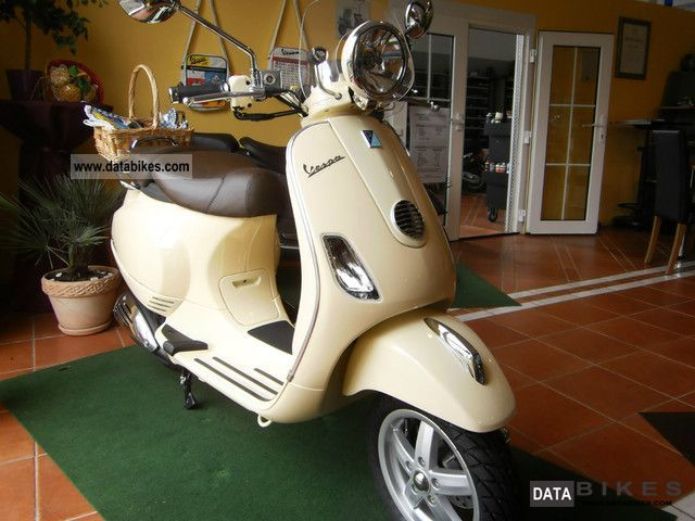 2012 Vespa  LXV 125 Motorcycle Scooter photo