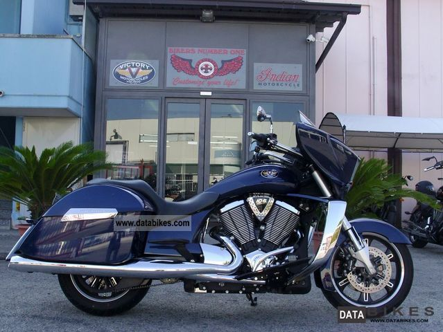 VICTORY  CROSS COUNTRY IMPERIAL BLU METALLIC 2012 Chopper/Cruiser photo