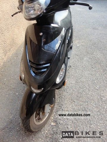 2009 Malaguti  DVD 50 Motorcycle Scooter photo