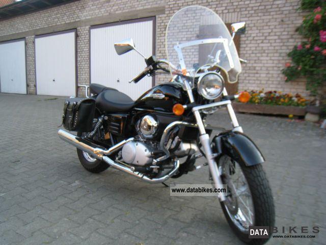 2006 Honda  VT 125 Motorcycle Chopper/Cruiser photo