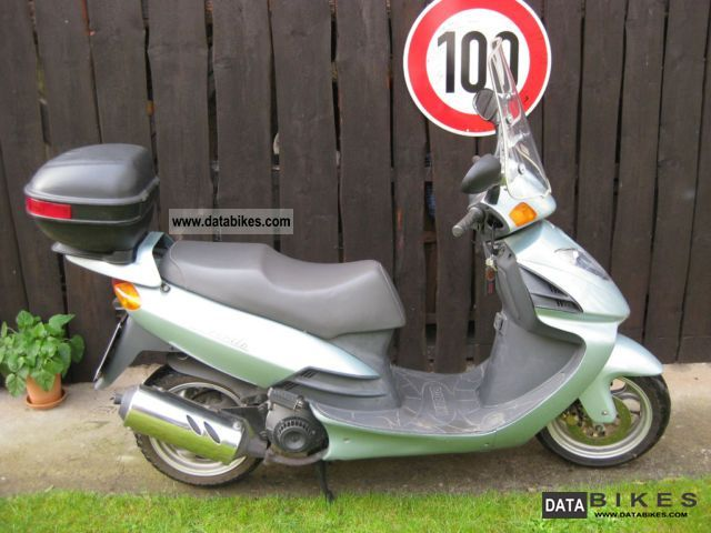 2000 Daelim  125 Motorcycle Scooter photo