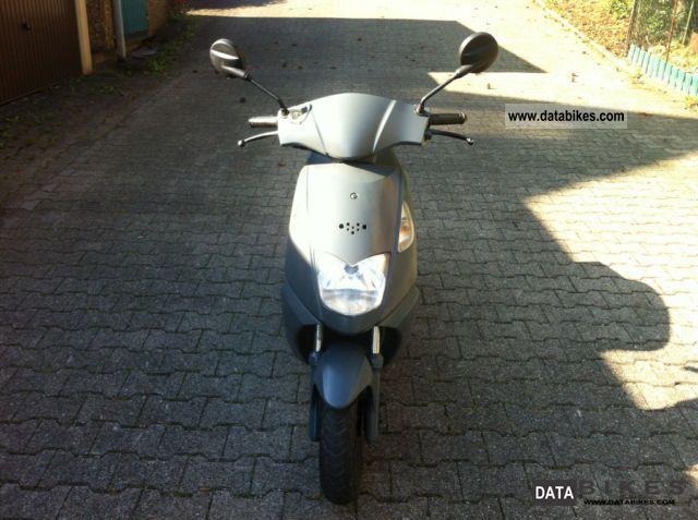 2007 Daelim  Cordi 50cc Motorcycle Scooter photo