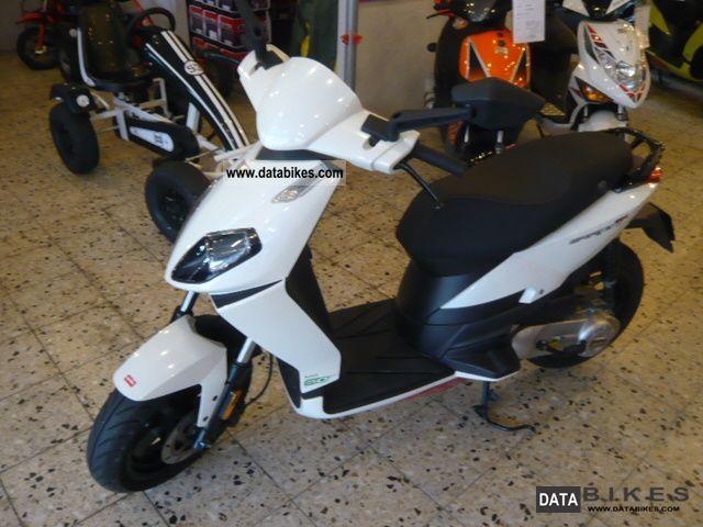 2011 Aprilia  Sportcity 50cc Motorcycle Scooter photo