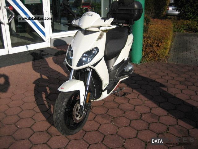 2011 Aprilia  Sports City 1 Motorcycle Scooter photo