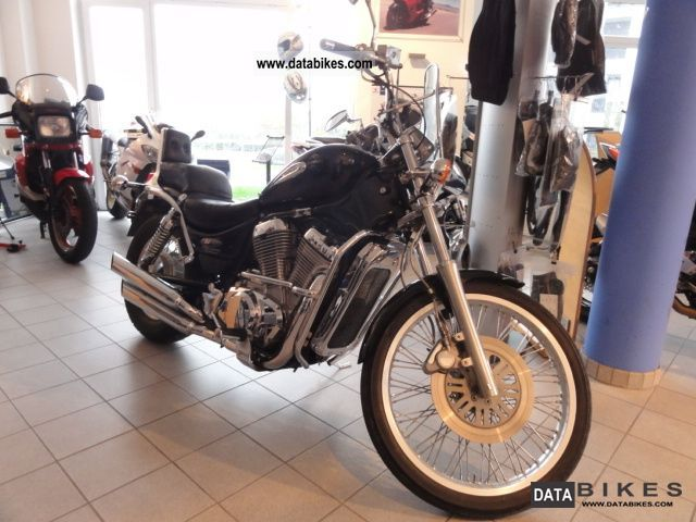 1996 Suzuki  VS 600 Motorcycle Chopper/Cruiser photo