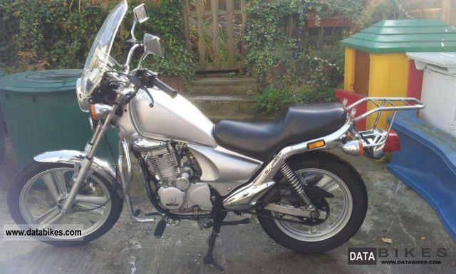 2001 Daelim  VS 125 Advance Motorcycle Chopper/Cruiser photo
