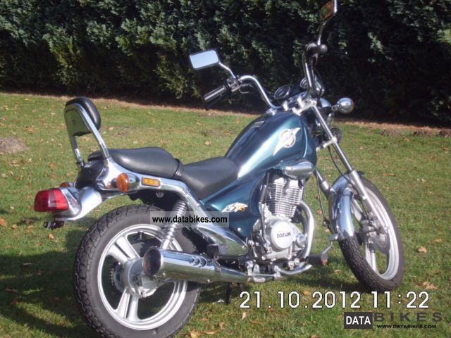 1997 Daelim  125F Motorcycle Chopper/Cruiser photo