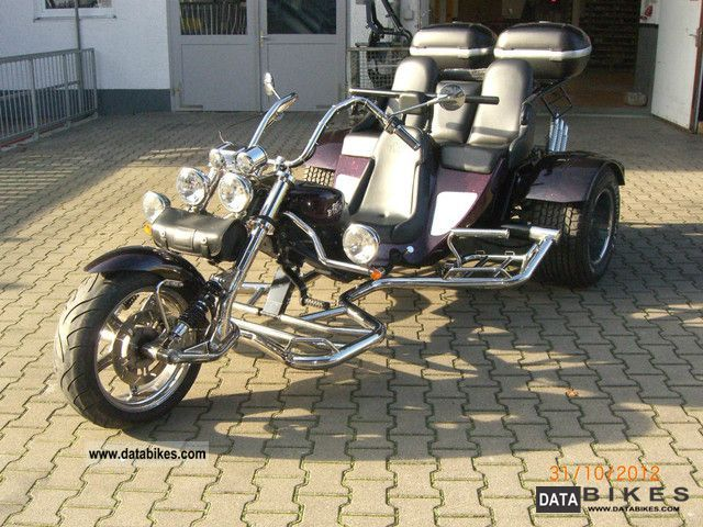 2009 Boom  Family Classic Motorcycle Trike photo
