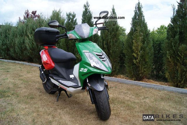2011 Explorer Castrol Motor Scooter New