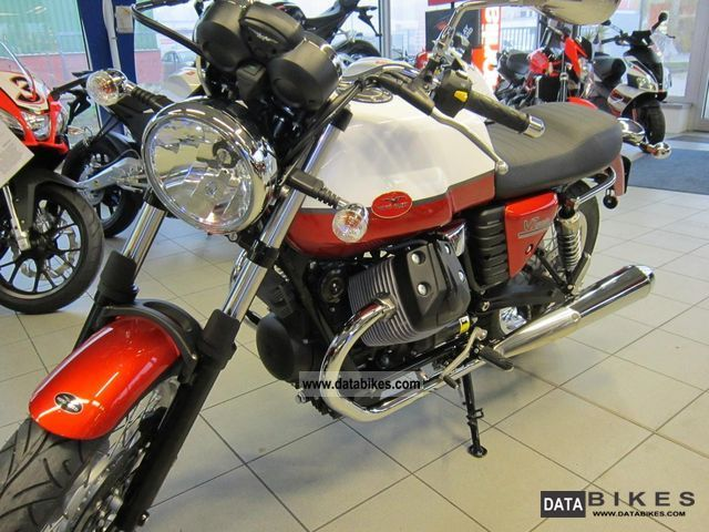 Moto Guzzi  V7 750 Special 2012 Naked Bike photo