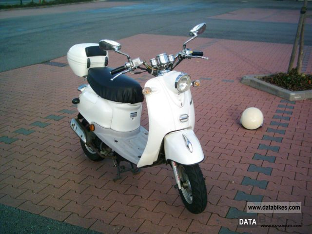 2010 Baotian  BT QT 49 Retro Motorcycle Scooter photo
