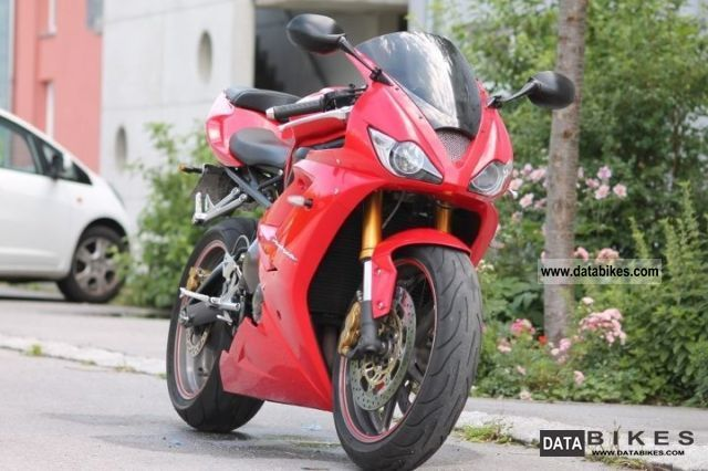 2007 Triumph  Daytona Motorcycle Sports/Super Sports Bike photo