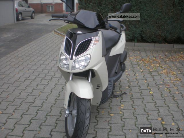 2005 Aprilia  Sportcity Motorcycle Scooter photo