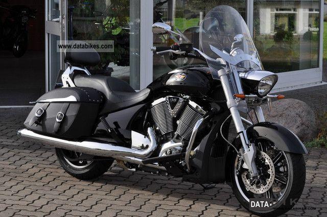 2012 VICTORY  Crossroads Motorcycle Tourer photo