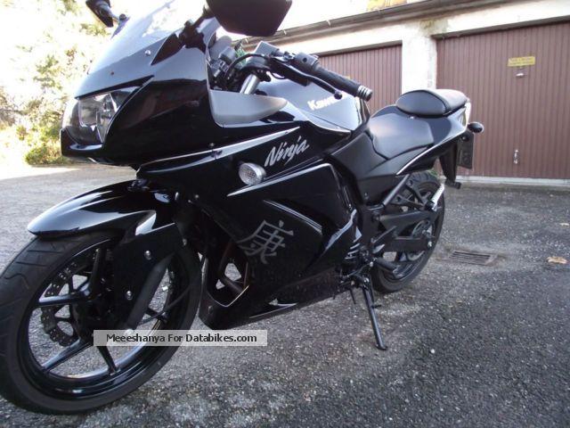 2010 Kawasaki  250R Motorcycle Sports/Super Sports Bike photo