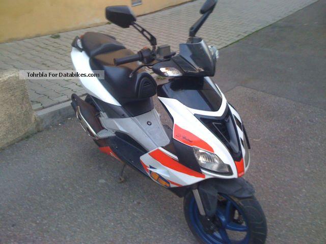 2007 Aprilia  Factory Motorcycle Scooter photo