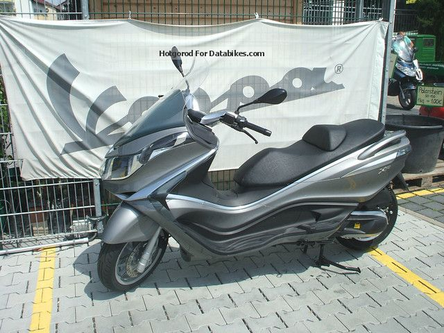 2012 Piaggio  X10 125 elegance Tageszulassung Motorcycle Scooter photo