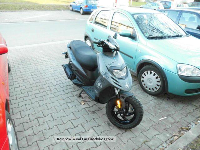 Piaggio  new tph 2011 Scooter photo
