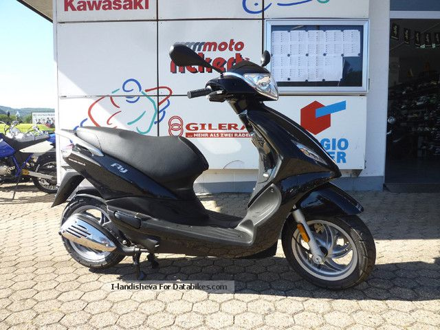Piaggio  NEW FLY 125 3V CITY-NEW TOURER 2012 Scooter photo