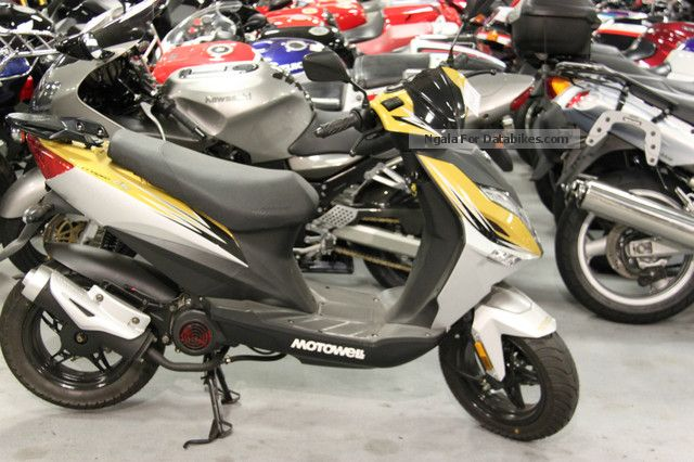 Motowell  Crogen City Gold and Alpine White 2012 Scooter photo