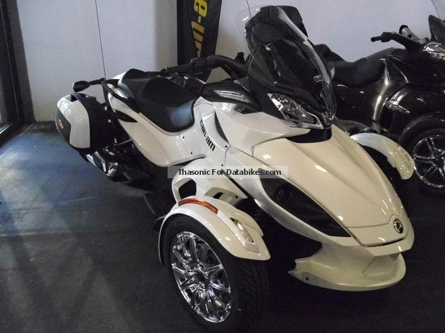 2012 Can Am  ST Spyder SE5 \ Motorcycle Sport Touring Motorcycles photo