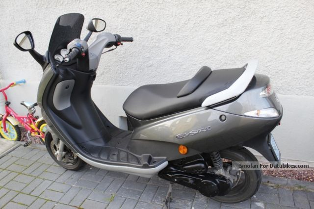 Peugeot  Elystar like new with remaining warranty 2011 Scooter photo
