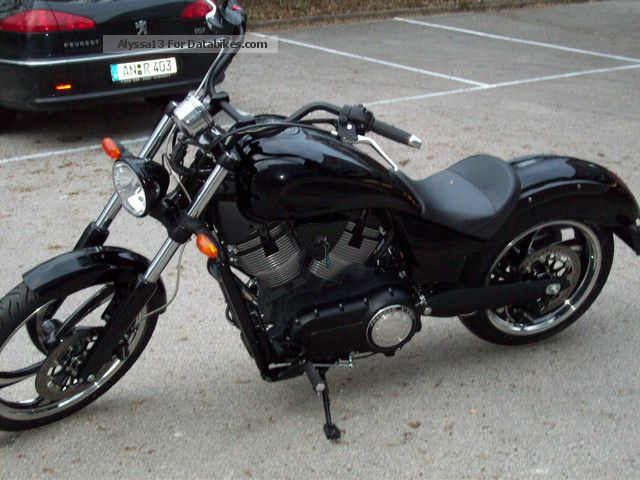 2013 VICTORY  Vegas 8Ball Motorcycle Motorcycle photo