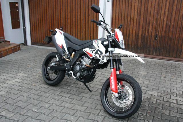 2010 Derbi  DRD 125 SM 4T Motorcycle Super Moto photo