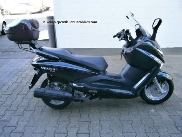 2010 sym gts 300 top maintained with navi topcase. Black Bedroom Furniture Sets. Home Design Ideas