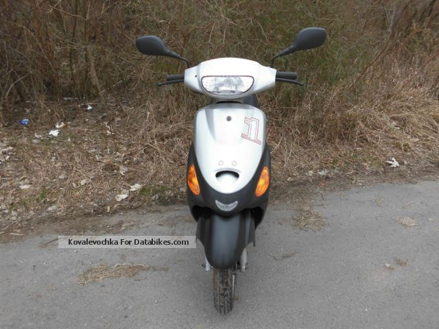 2010 Zhongyu  Sukida Top 1 Sports Garage Roller maintained Motorcycle Scooter photo