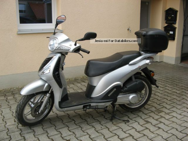CFMOTO  CF 125 T - 21 i 2009 Scooter photo
