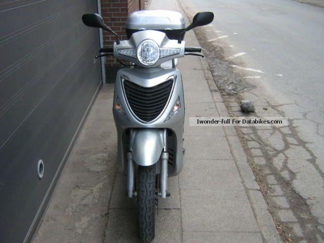 2010 CFMOTO  wallstreet 125 i Motorcycle Scooter photo