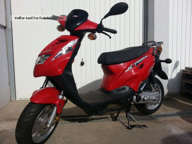 2013 Explorer  Spin 50 Motorcycle Scooter photo
