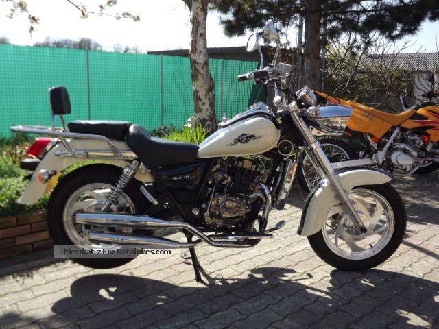 2012 Lifan  KING 125 Motorcycle Tourer photo