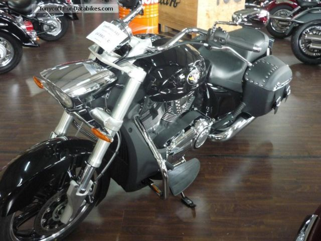 2013 VICTORY  Crossroads Classic ABS Motorcycle Chopper/Cruiser photo