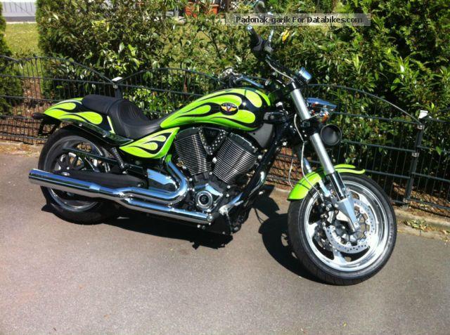 2011 VICTORY  Hammer Motorcycle Chopper/Cruiser photo