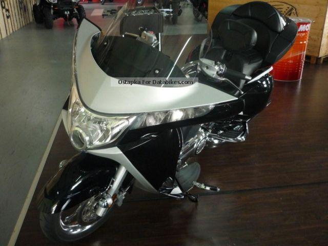 2011 VICTORY  Vision Tour Premium Edition Motorcycle Chopper/Cruiser photo