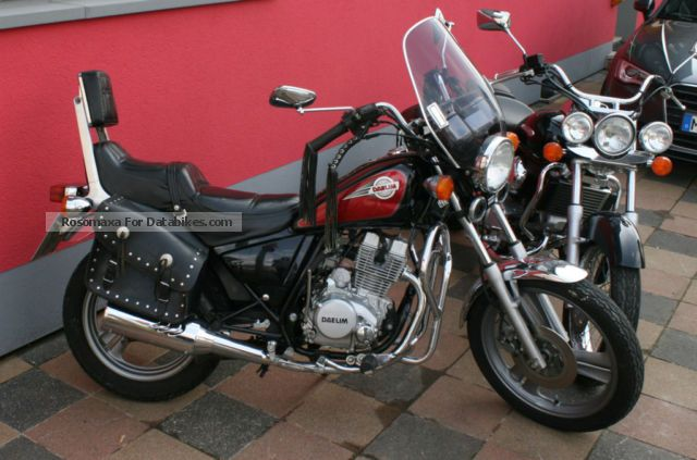 1996 Daelim  VC Motorcycle Chopper/Cruiser photo